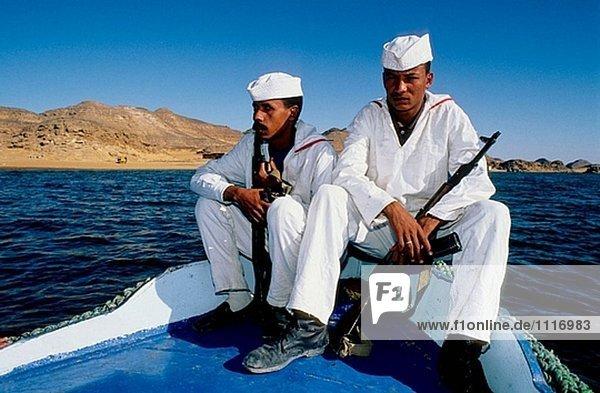 Soldaten an Bord. Schiff-Rundfart See Nasser.Nubia. Ägypten