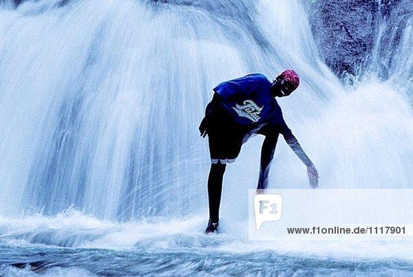 Die Mayfields-Wasserfälle in der Nähe von dem Dorf Mayfields  bekannt für seine Rasta Atmosphäre. Jamaika (Karibik)