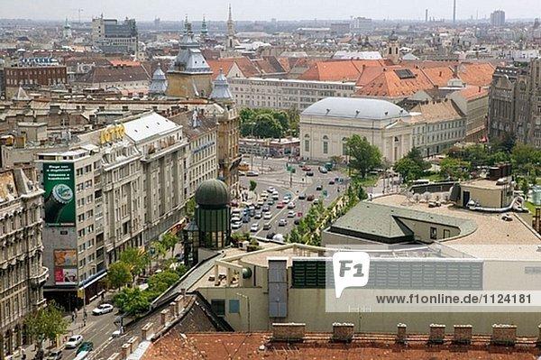 Deak Ferenc ter (Quadrat) von St. Stephen´s Basilika. Budapest. Ungarn. 2004.