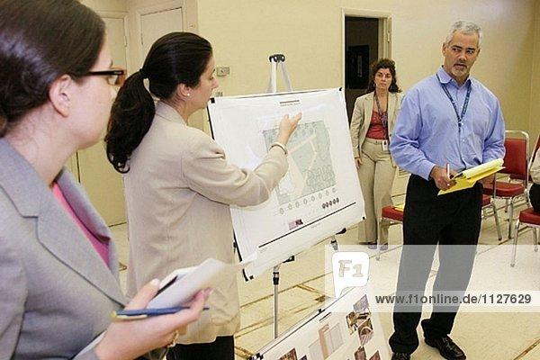 Community Design Workshop. Einwohner und Stadt Mitarbeiter treffen und Planung eines neuen Parks. South Beach. Miami Beach. Florida. USA.