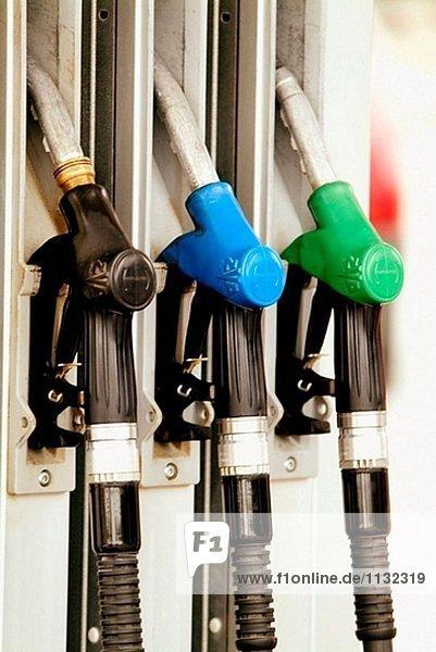 Benzinpumpen an Tankstelle