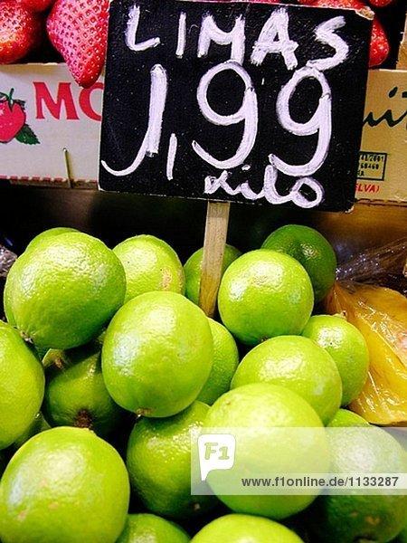 Limes. La Boqueria-Markt. Barcelona. Spanien.