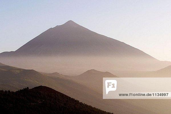 Mount Teide (3718 Meter). Hazy. Insel Teneriffa. Kanarischen Inseln. Spanien.
