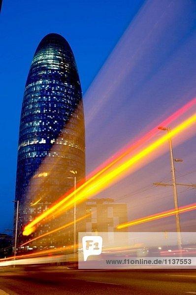 Jean Nouvel´s Agbar-Turm bei Nacht  Barcelona. Katalonien  Spanien