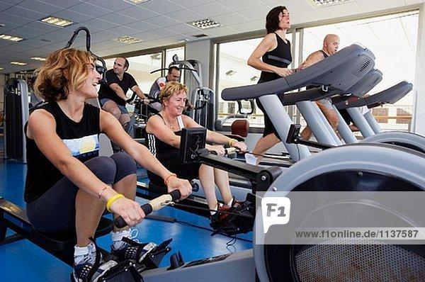 Fitness. Herz-Kreislauf und Muskelaufbau Gymnasium. Real Club de Tenis de San Sebastián  Bizkaia  Baskenland.