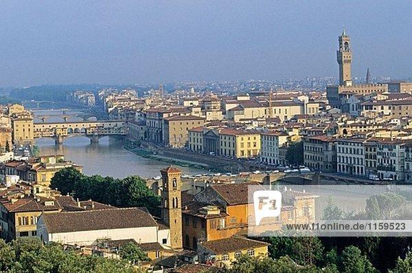 Blick auf die Stadt von Piazzale Michelangelo  Florenz. Toskana  Italien
