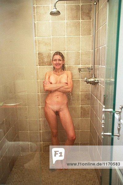 nackt in der dusche sexy