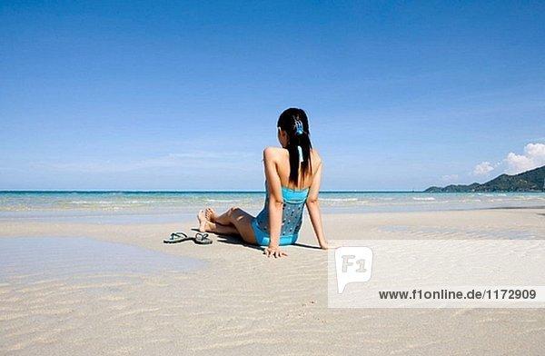 Koh Samui Island. Thailänderin am Strand. Thailand.