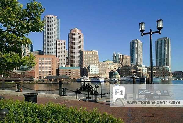 Waterfront Skyline von Fan Pier & Court House  Boston  Massachusetts. USA.