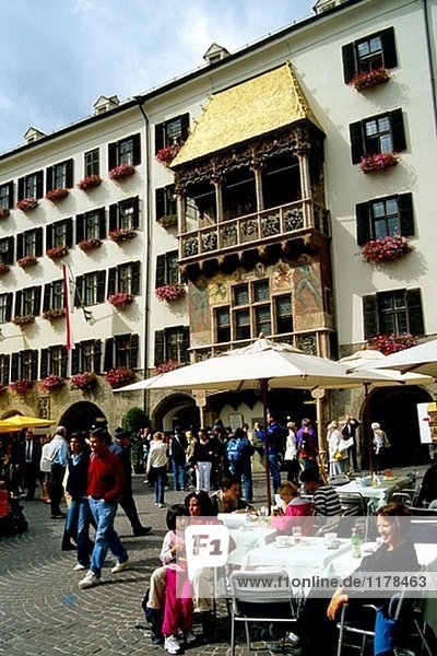 klein Straße Cafe Österreich Goldenes Dachl Innsbruck Tirol