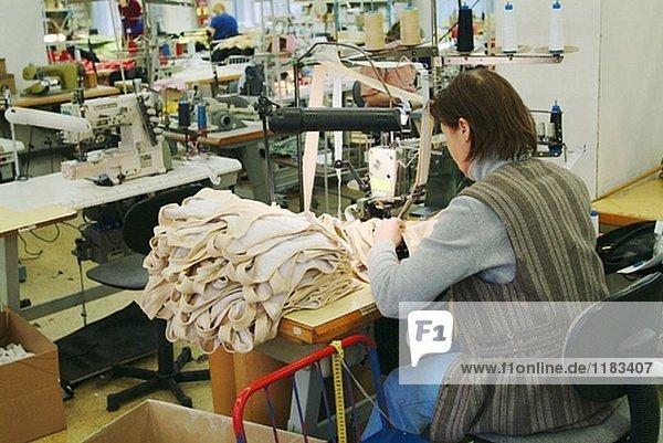 Kaunas. Litauen. LTP eine dänische Firma ausgelagert hat alle seine nähen in eine Fabrik in Litauen zur Kostensenkung