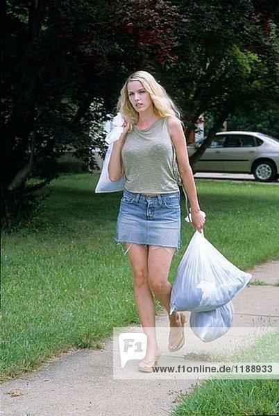 Frau unverschuldete Trash  Einhalt zu Gebieten Seite