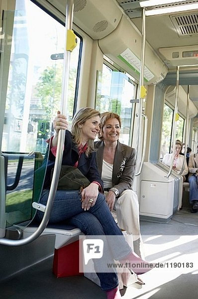 Pendler. Straßenbahn. Bilbao  Bizkaia  Baskenland. Spanien.