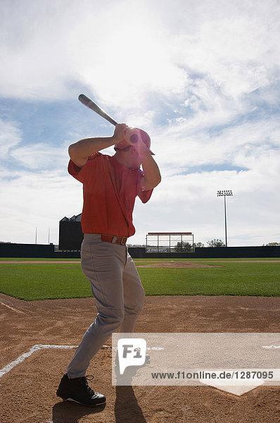 Perfektionierung seiner Haltung Baseballspieler