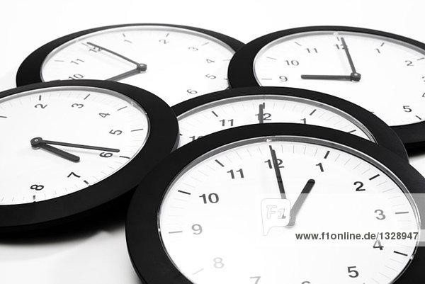 Uhren liegend  erhöhte Ansicht  Symbol für Greenwich Mean Time