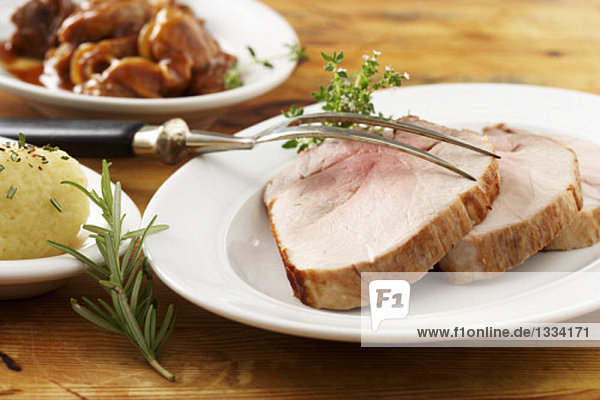 Schweinebraten & Gulasch mit Kartoffelknödel