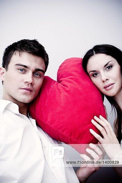 Porträt eines Paares mit Herz