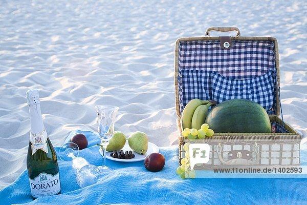 Picknick-Korb am Strand