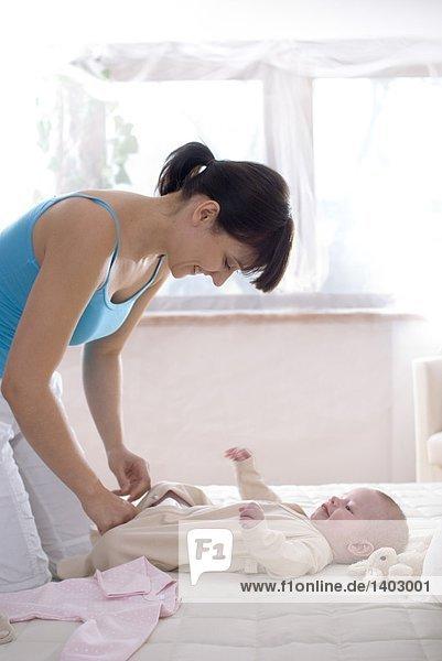 anziehen Säuglingsalter Säugling