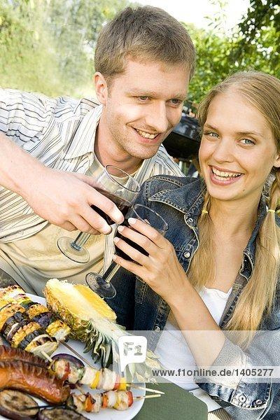 Paar mit barbecue