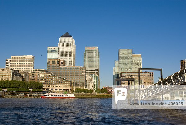 Gebäude am Ufer  Tower Hamlets  Canary Wharf  Isle of Dogs  Thames River  London  England