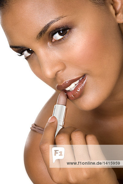 Porträt einer jungen Frau mit Lippenstift