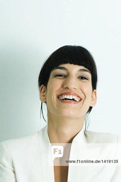 Frau lacht  Porträt