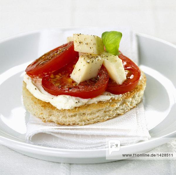 Canape mit Tomate und Mozzarella