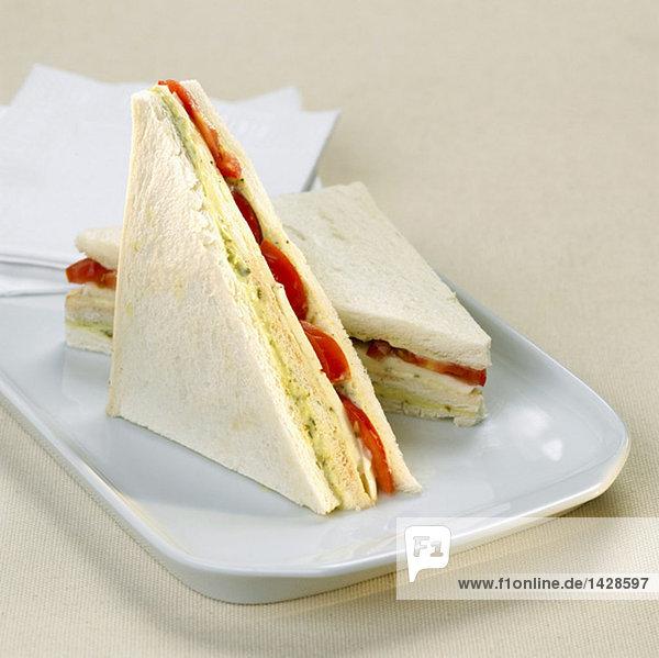 Toast mit Tomate und Mozzarella