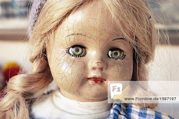 Das Gesicht des eine alte Puppe.