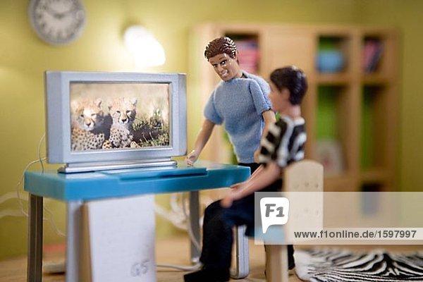 Computer Wohnhaus Menschlicher Vater Sohn frontal Puppe
