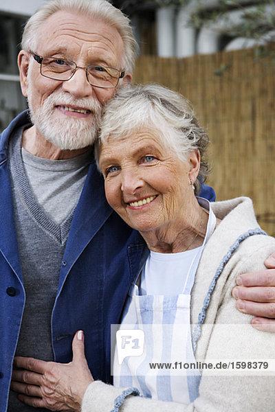 Porträt von ein älterer skandinavischen paar Schweden.