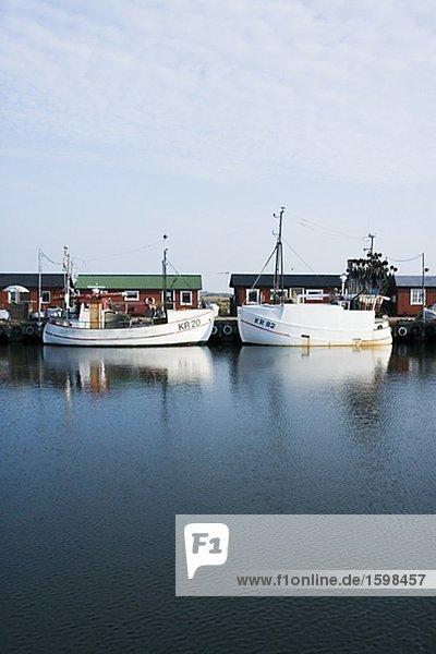 Ein Hafen mit Fischerbooten Schweden.