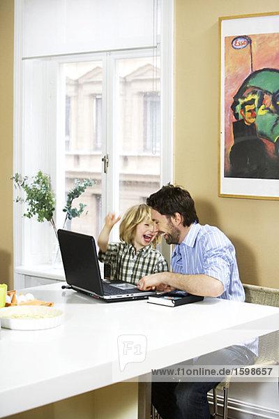 Interior  zu Hause  Computer  Menschlicher Vater