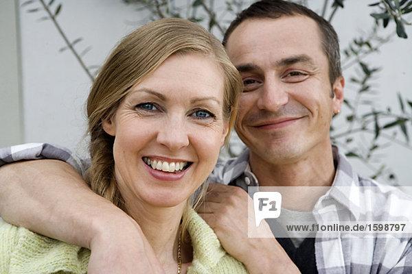 Portrait von wenigen lächelnden.