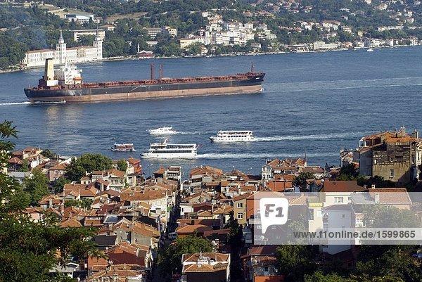 Erhöhte Ansicht der Stadt Waterfront  Bosphorus  Istanbul  Türkei