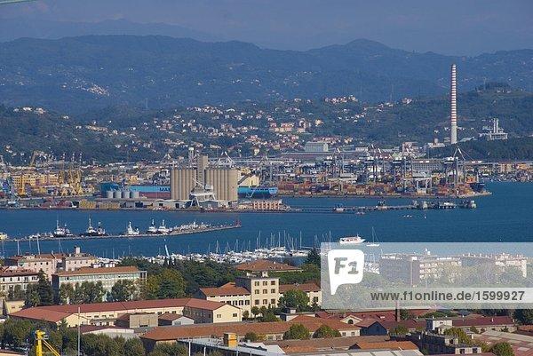 hoch oben Ufer Großstadt Ansicht Flachwinkelansicht La Spezia Winkel Cinque Terre Italien Ligurien