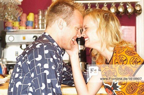 Paar in cafe