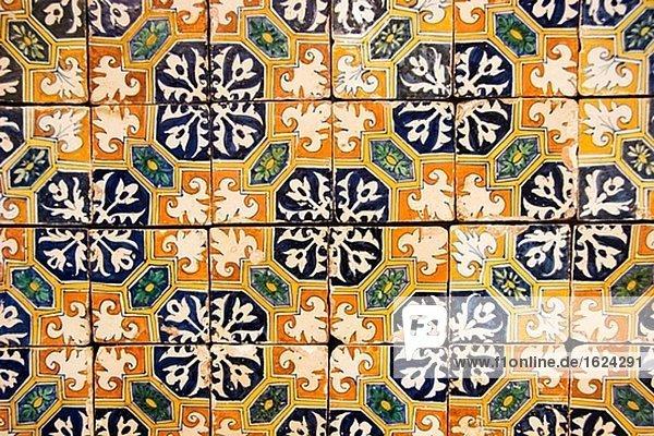 Italo-flämische Muster aus dem frühen 17 in der Museu Nacional Azulejo Italo-flämische Muster aus dem frühen 17 in der Museu Nacional Azulejo