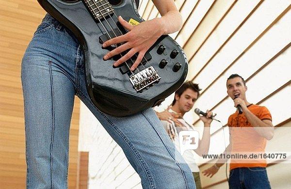 20's,Band,Bauwerk,E-Bass,Erwachsene