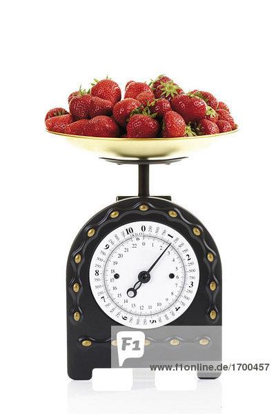 Erdbeeren auf Küchenwaage