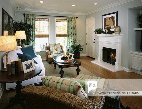 Cozy Strand Stil Wohnzimmer mit Kamin