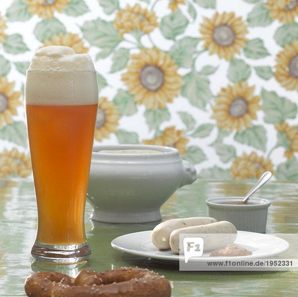 Bayerische Weißwurst und Weißbier Bayerische Weißwurst und Weißbier