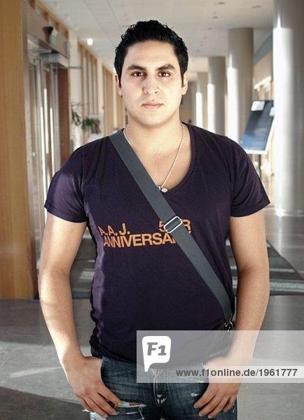 Student mit Tasche