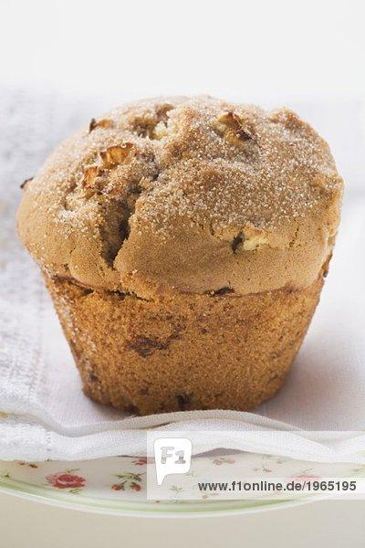 Muffin auf weissem Tuch