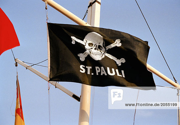 St. Pauli Fahne auf der Reeperbahn in Hamburg St. Pauli Fahne auf der Reeperbahn in Hamburg