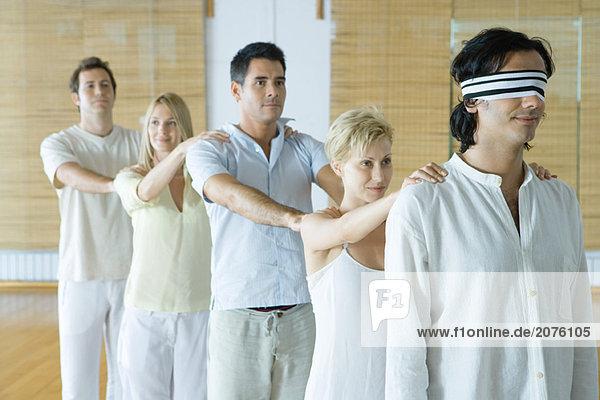 stehend halten Menschliche Schulter Schultern 1 Feile stehend,halten,Menschliche Schulter,Schultern,1,Feile