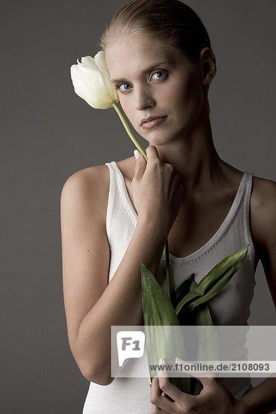 junge Frau mit tulip