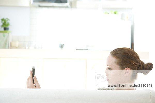Frau lesen Text massage