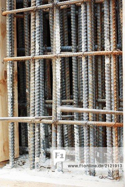 Bau Infoleiste zusammen gebunden in vertikaler position